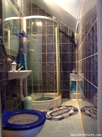 bathroom in the Blue Apartment - Rooms Meri