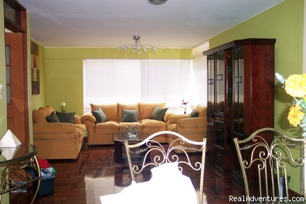 Exclusive 2 Bedroom Apt 1 Block From Larcomar : LIVING ROOM