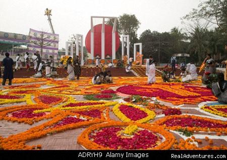 Shahid minar/ - Golden Bengal Tours (Tour operator)