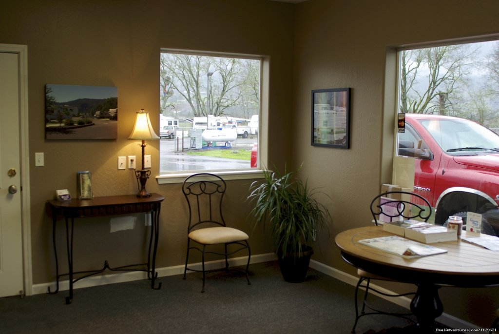 Tri City RV Park is located in the heart of the majestic Cascades Mountains with close access to a casino, golfing, fishing, and breath-taking views.  Privately owned with professional care gives you a clean feeling, plus, a small town atmosphere.