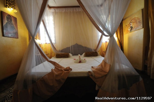 Master Bed Room With Bathroom Ensuite - Tajriviera House Diani Beach Kenya