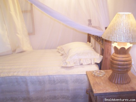 Single Bed Room - Tajriviera House Diani Beach Kenya