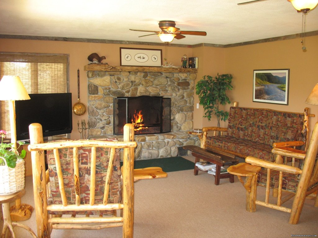 Living Room in Kamloops | Image #6/19 | Riverfront Cabins on a Private 1400 acre ranch