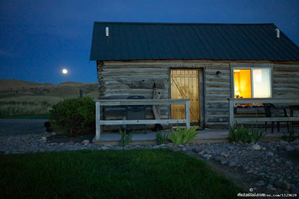 Private ranch accommodations on the Beaverhead River near Twin Bridges.  Choose from a waterfront historic log cabin (sleeps2), or a 5 bedroom home overlooking the river bottom.  Upscale accommodations at an affordable price.