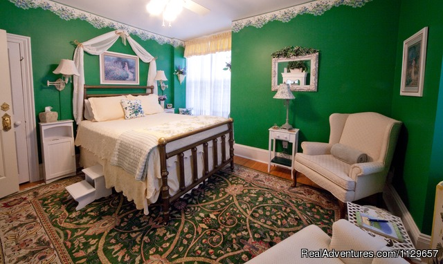 Gifford Room - Romantic Getaway at 1840 Inn on the Main B & B