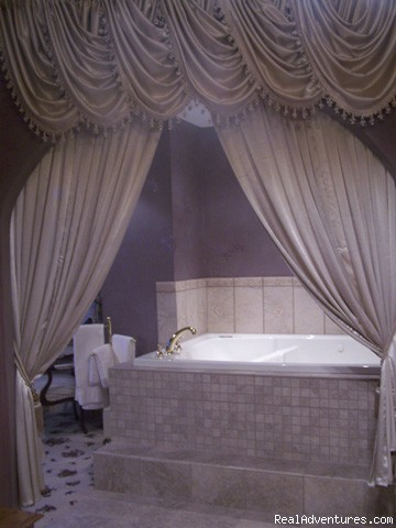 Burrell Jacuzzi Area - Romantic Getaway at 1840 Inn on the Main B & B