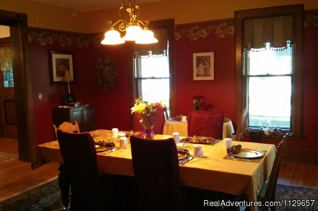 Penfield Dining Room - Romantic Getaway at 1840 Inn on the Main B & B