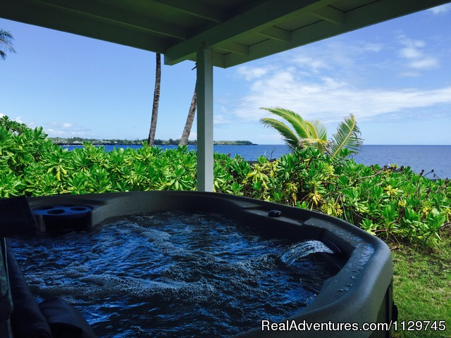 Hot tub on the lanai with magnificent ocean view