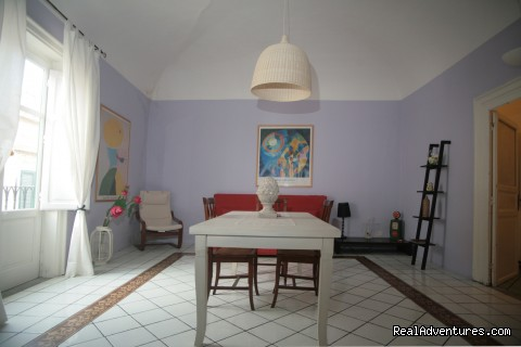 BigBallaroom Livingroom - Ballaroom Charmy Apartment & Catering