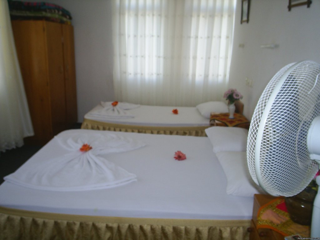 Anı Motel with 15 Rooms, provides suitable accommodation for every type of tourist. Rooms range from simple dormitory style accommodation through to singles and doubles all are fully serviced with clean and modern bathroom facilities.