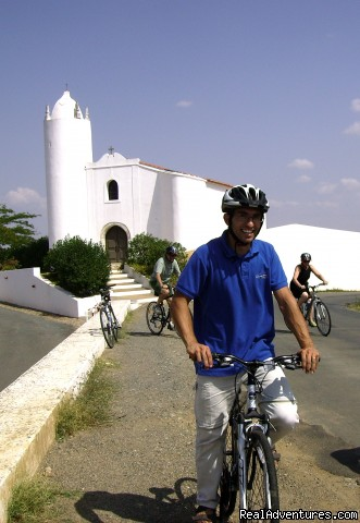 Guests on tour in the Alentejo - Blue Coast Bikes Luxury Bike Tours in Portugal
