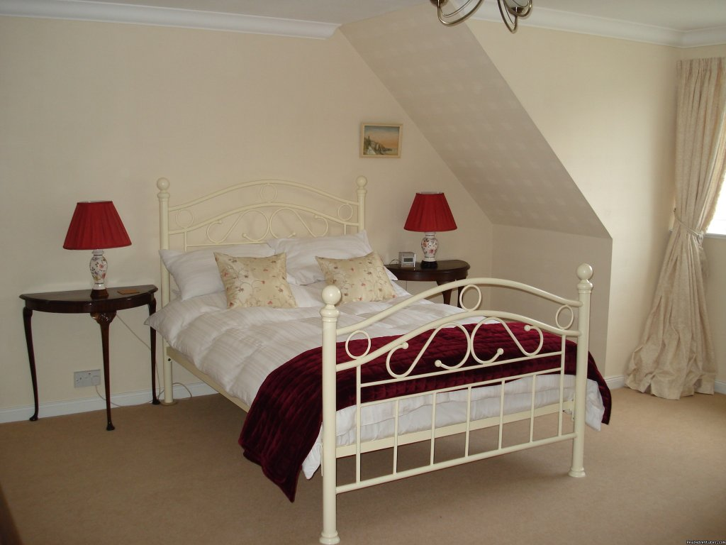double room with loch view | Image #7/10 | Lochside Accomodation In A Rural Location