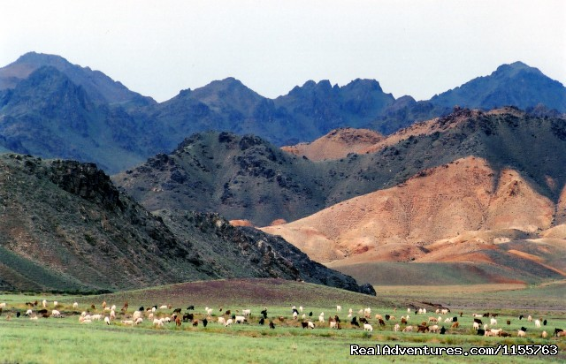 Gobi mountains - Discover Gobi desert with Idre's tour in Mongolia.