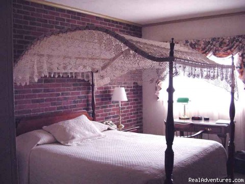Canopy Bed - New England Seacoast Getaway