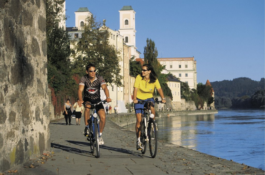 Guided and self guided cycling, walking and road bike holday programs all around Europe. Enjoy an inn to inn cycle walking tour with luggage transfer, hotel booking, tour information package, ....