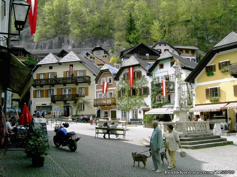 Village centre of Hallstatt | Image #9/11 | Cycling and walking holidays in Europe