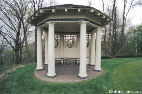 Gazebo - Rosemont Manor Bed-and-Breakfast