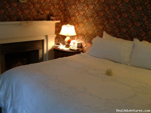 - Luxury Inn Walking Distance to CT Beaches!