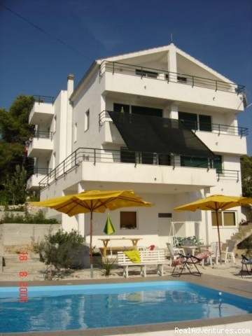 Quiet location-Near Beach-Pool-Near town Center: House front view