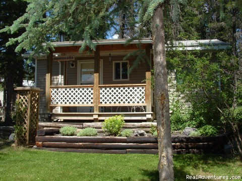 Chickadee - Cheechako Cabins, your Rocky Mountain Getaway