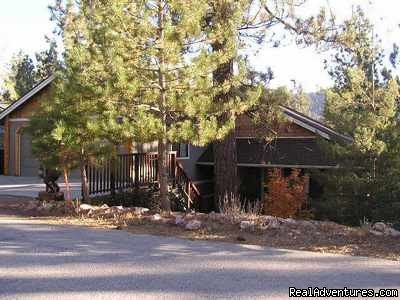 Happy Bear Vacation Rentals specializes in accommodations in beautiful Big Bear Lake, Southern California's premier four-season resort. Our rentals range from one to seven bedrooms and will accommodate 1 to 20 persons.