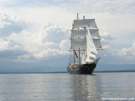 Caledonia at full sail - Canadian Sailing Expeditions
