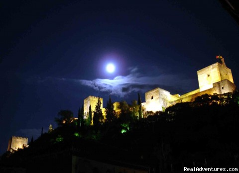 Vista nocturna de la Alhambra (#2 of 8) - Luxury Holidays In Granada, Andalucia