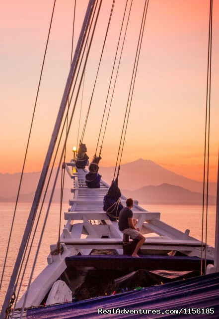 - SEATREK, Sailing Adventures Indonesia
