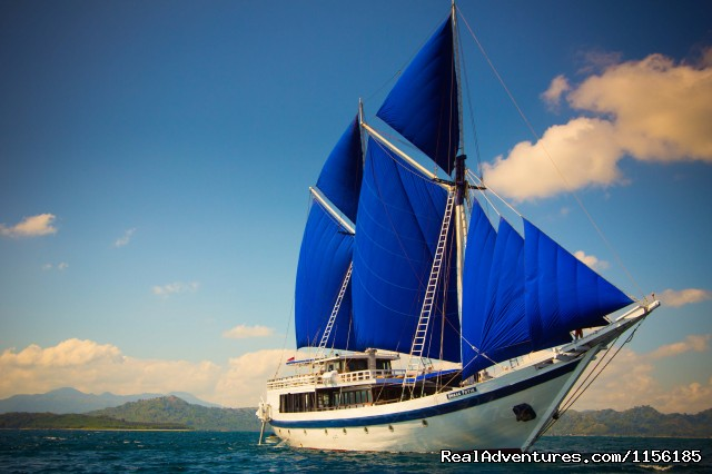 SEATREK, Sailing Adventures Indonesia: