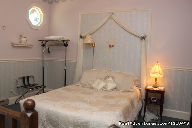 - Warm & Romantic Candlelite Inn Bed & Breakfast