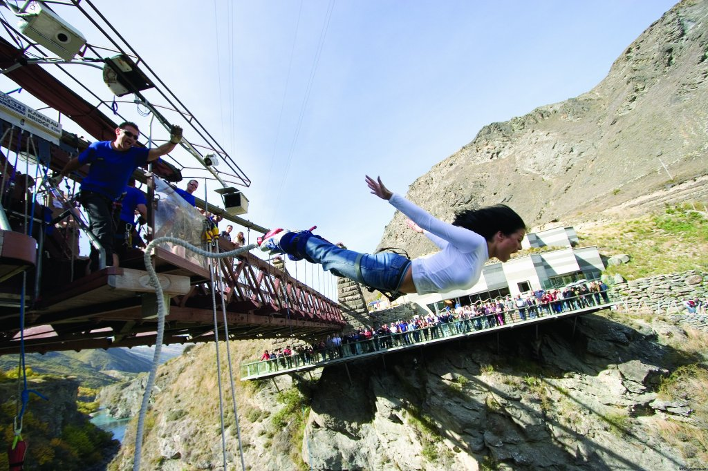 Kawarua Bridge Bungy, Queenstown | Image #2/5 | Haka Tours - New Zealand Adventure & Snow Tours