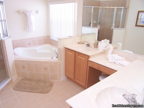 MASTER BATHROOM | Image #8/17 | Fantastic Family House To Rent Davenport Orlando