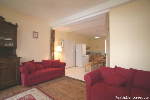 Cosy Lounge - Spacious Village Holiday Rental, up to 14 people