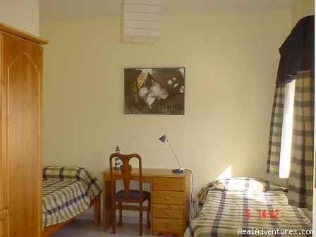 guest bedroom - Home stay accommodation ideal for students
