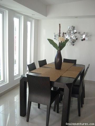 Dining Area with 6 chairs  - Ocean Villa 2 blocks from the beach in San Juan