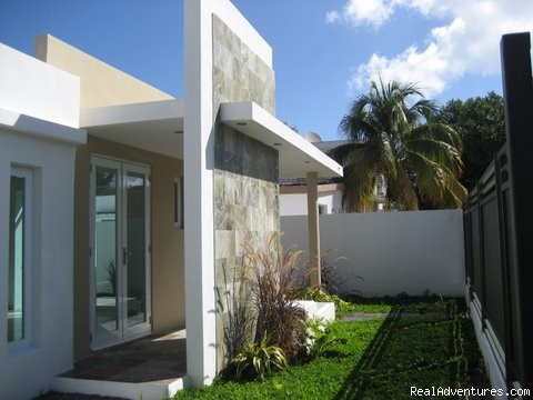 Ocean Villa 2 blocks from the beach in San Juan