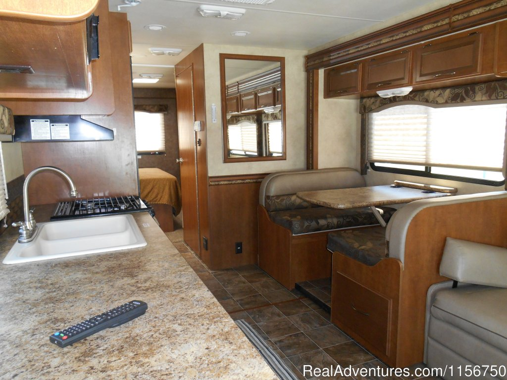 31' Class C with 2 slide out rooms | Image #4/7 | Affordable RV Rentals from Coconut RV