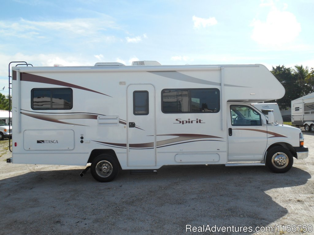2014 Winnebago Spirit 25B | Image #5/7 | Affordable RV Rentals from Coconut RV