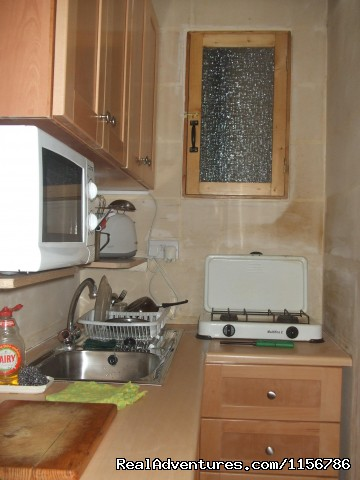 Well equipped kitchenette. - Budget Getaway  at Sliema Homestay Malta