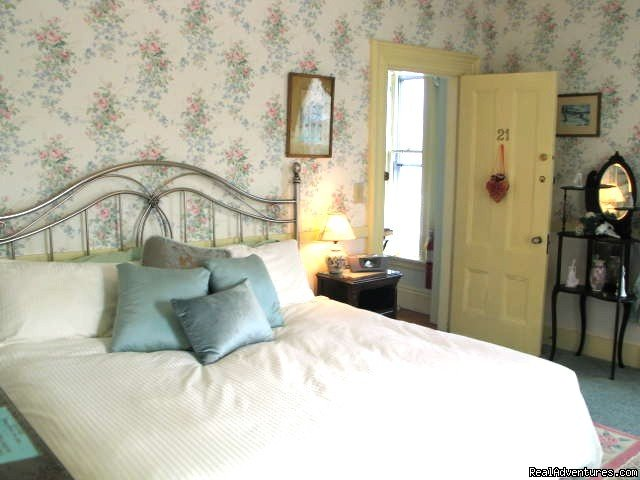 Room 21, King bed | Image #3/5 | Victorian Bed and Breakfast in Rockport MA