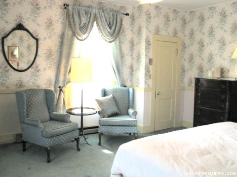 Room 21 sitting area - Victorian Bed and Breakfast in Rockport MA
