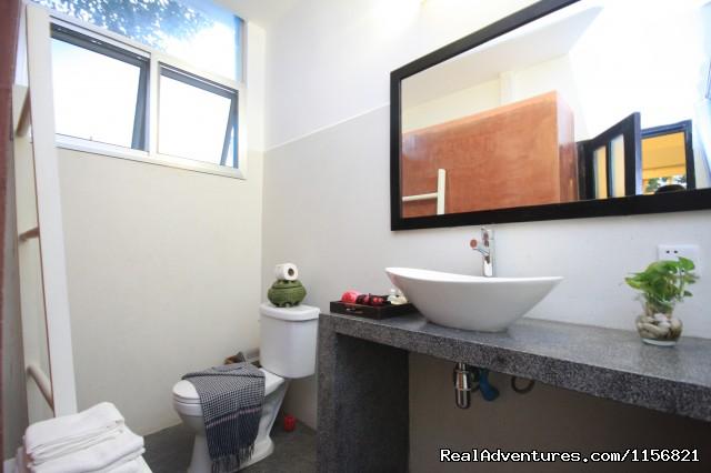 Studio Bathroom - Frangipani Villa-90s Hotel