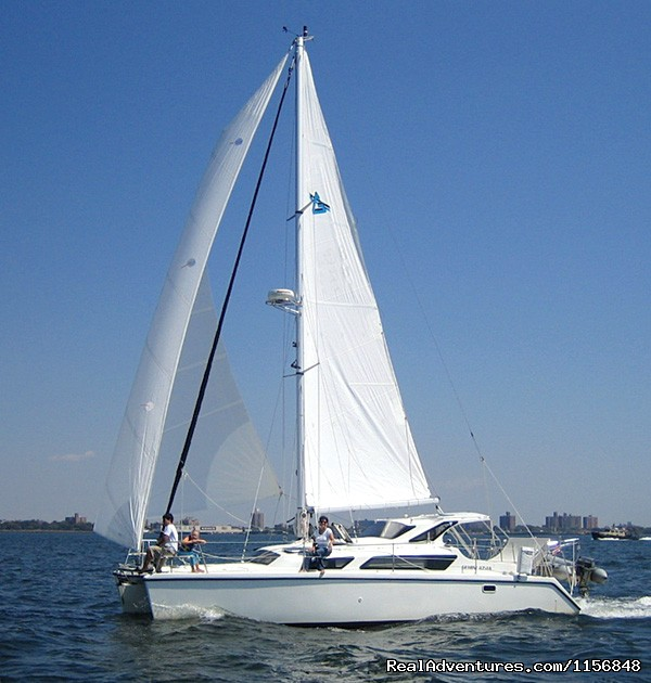 Gemini 105 MC Catamaran - Delphia Charters on Lake Ontario