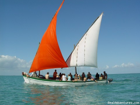 Image #1 of 3 - Sailaway Dhow Safaris to the Bazaruto Archipelago
