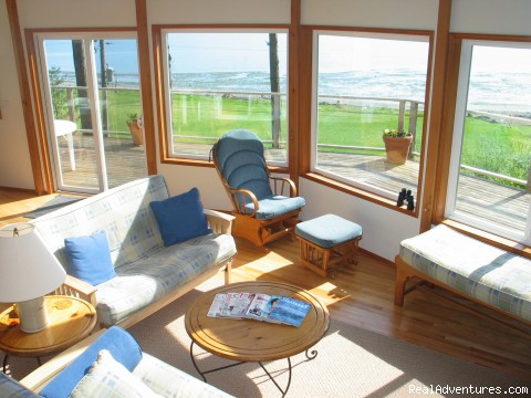 Great room view - Olympic Peninsula's Oak Bay Getaway