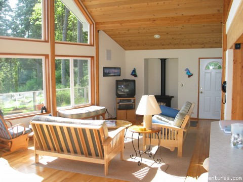 Living room - Olympic Peninsula's Oak Bay Getaway