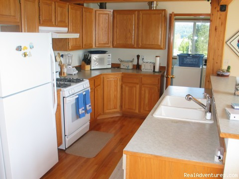 Kitchen - Olympic Peninsula's Oak Bay Getaway