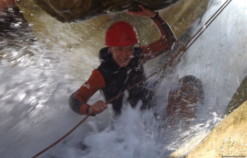Easy abseiling under water... Big emotion | Image #4/6 | Canyoning and adventure in Sierra de Guara - Spain