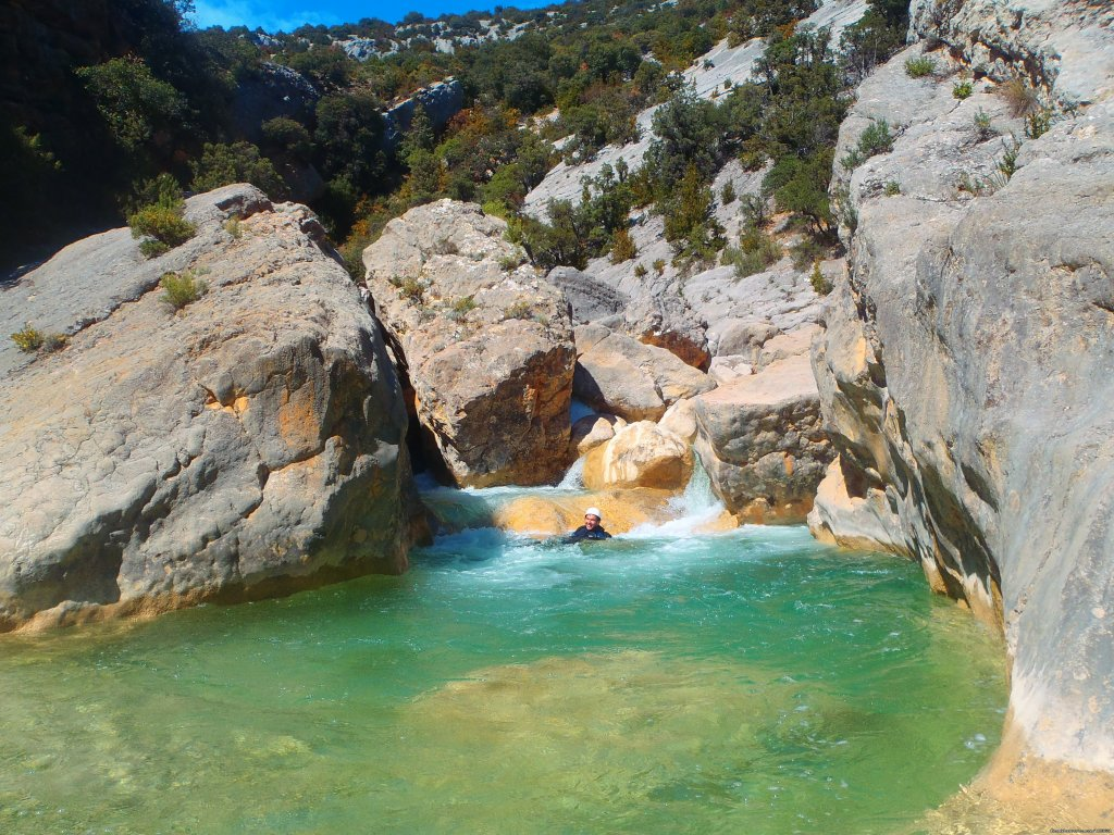 Natural swimming pool in the middle of a canyon | Image #5/6 | Canyoning and adventure in Sierra de Guara - Spain
