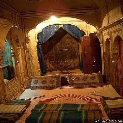 Painted Room with curtains & Beds | Image #10/13 | HAVELI Hotel SURAJ